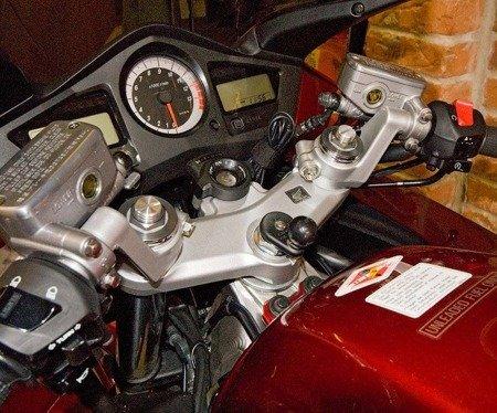 RAM MOUNTS Uchwyt montowany w trzon widelca w motocyklu z kulą 1 cal